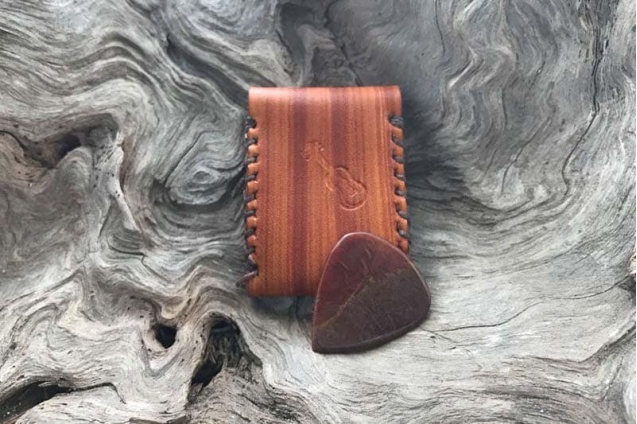 red_agate_guitar_pick_